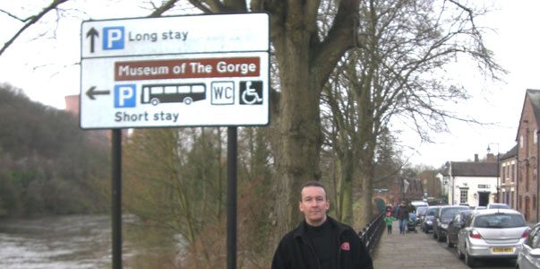 Ironbridge Antiques, Arts and Craft Centre and Riverside Tea Room needs signs - Nigel Byard
